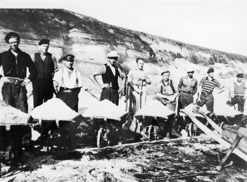 Workers in Jutland  lignite deposits during Second World War