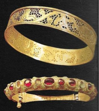 Gothic bracelets made of gold and precious stones found in Spain