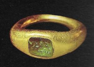 Gothic gold ring with emerald found in Spain