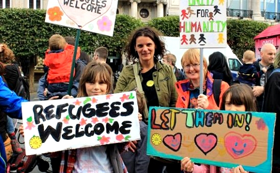 Irish women demonstrate in favor of more refugees