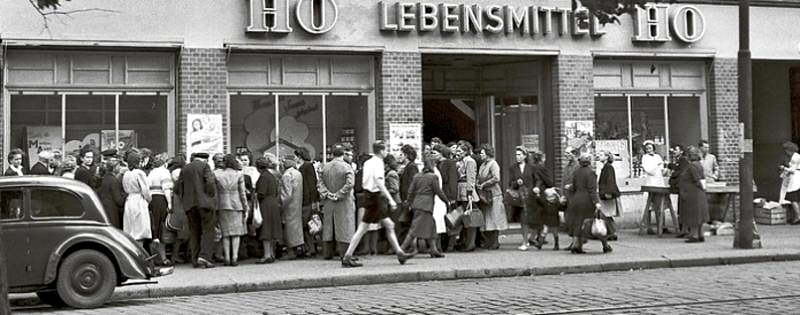 Waiting line in front of a food shop in the DDR