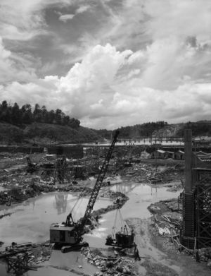 The construction of the Douglas Dam, which was part of the Tennessee Valley Projekt