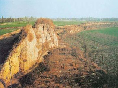 Luoyang city walls - ruins of ancient Luoyang are located in some distance from the modern city Luoyang