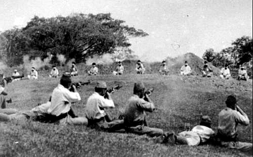 Japanese soldiers use Indian POWs as targets